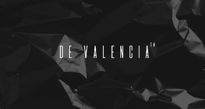 De Valencia is a monospaced display typeface with a subtle, elegant and minimalist character.